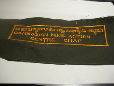 CAMBODIAN MINE ACTION CENTRE CMAC. Ca 17*4 cm stort.