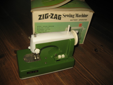 ZIG ZAG  Sewing Machine, batteridrift, made in Japan, 60 tallet.
