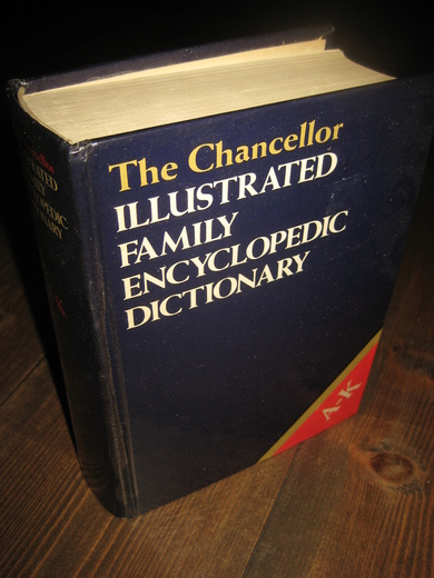 The Chancellor ILLUSTRATED FAMILY ENCYCLOPEDIA DICTIONARY. A-K. 1986