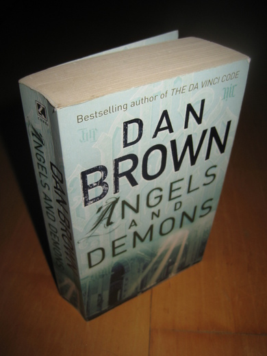BROWN: ANGELS AND DEMONS. 2000.