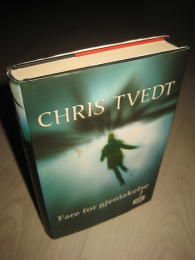 TVEDT, CHRIS: FARE FOR GJENTAKELSE. 2007.